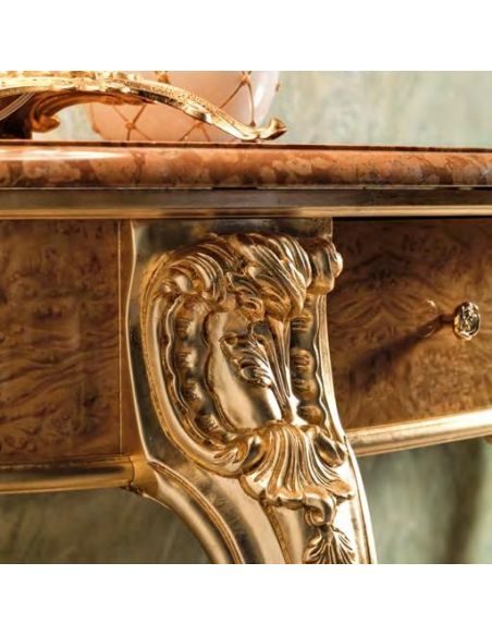 Furniture Masterpieces Console table that exude panache and style in royal manner