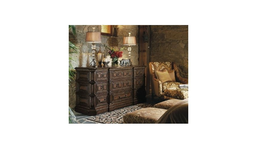 Chest of Drawers Low post bed dresser. 462